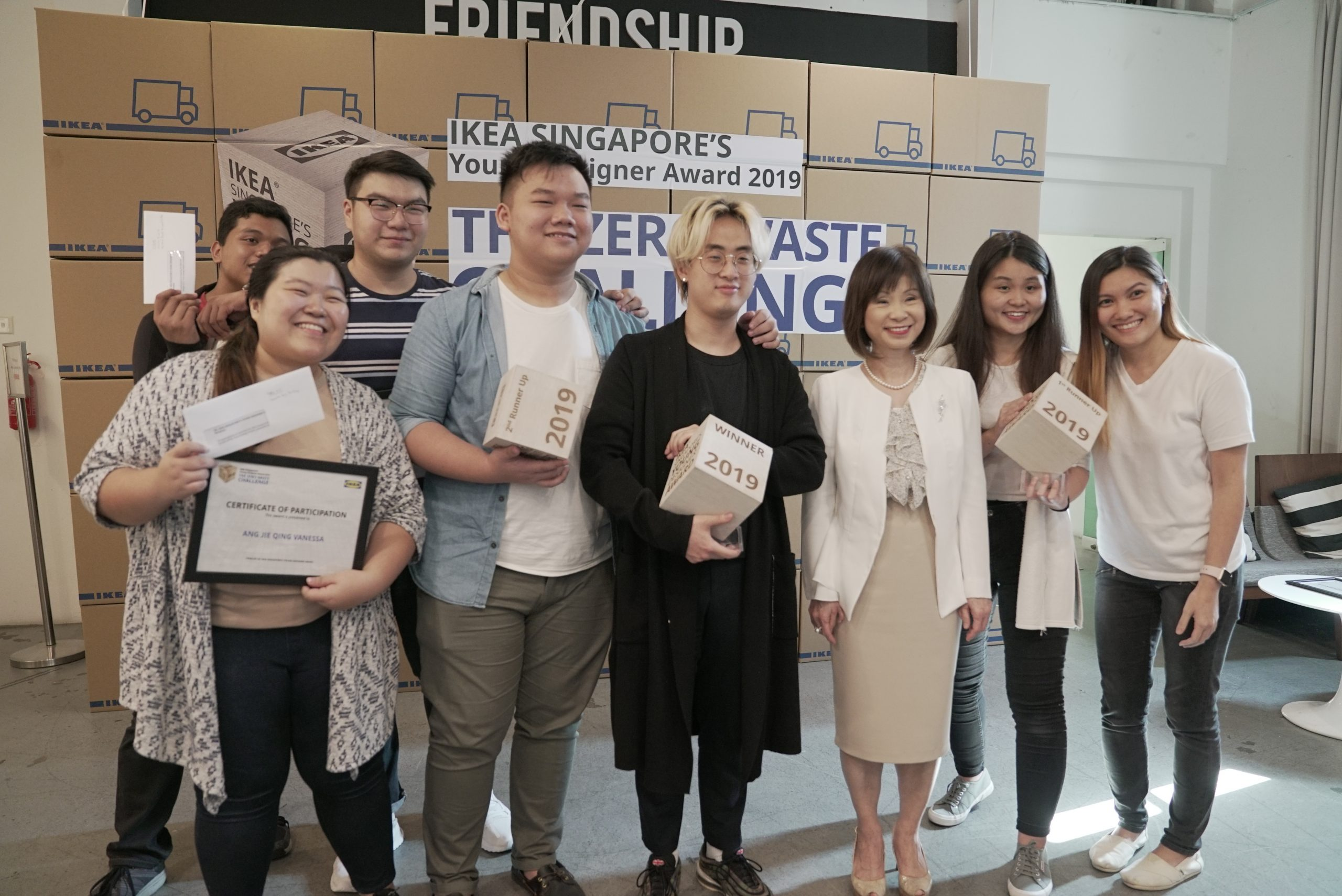 shin hee tae with minister amy khor and group of winners